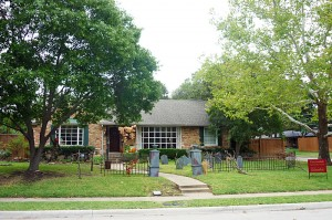 October 2014 Yard of the Month: 500 Thompson
