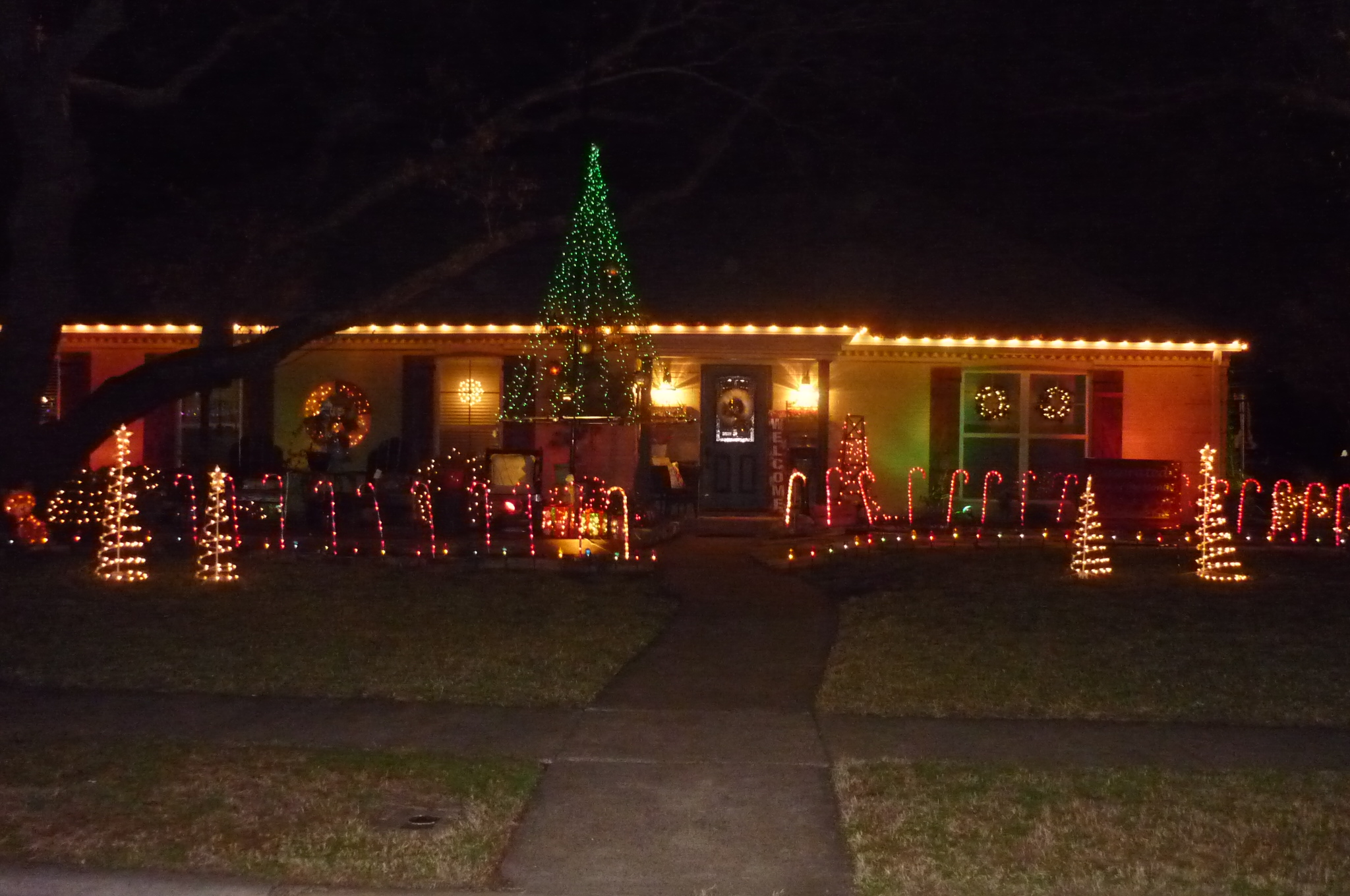 December 2018 Decorated Yard of the Month: 600 Winchester Drive